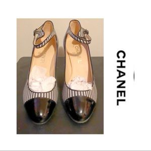 💥 Authentic 💥 CHANEL Stripe Cap Toe heels 39